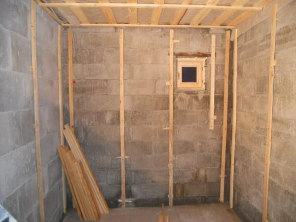 Комната, полностью подготовленная к монтажу панелей мдф
