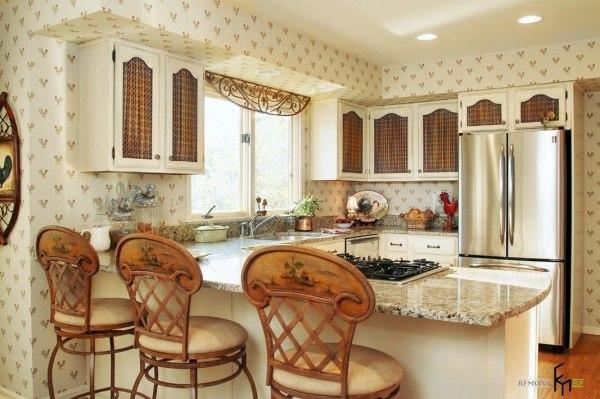 Кухня и обои в стилистике французского Прованса