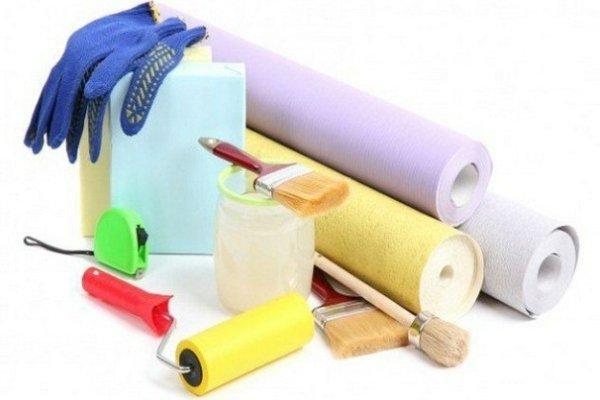 Материалы и инструменты при поклейки обоев на потолок