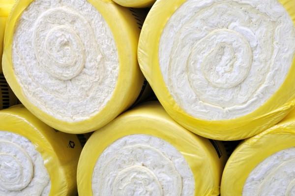 Минеральная вата белого цвета в рулонах
