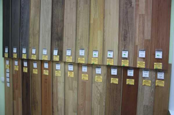 На фото, представлен большой выбор панелей мдф с разнообразной расцветкой, который вы можете видеть в любом магазине строительных материалов