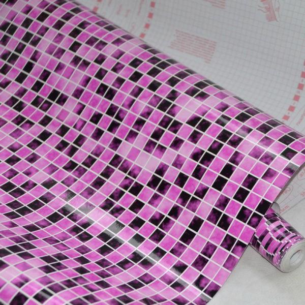 На фото виниловая плёнка, с рисунком, имитирующим мозаичную плитку