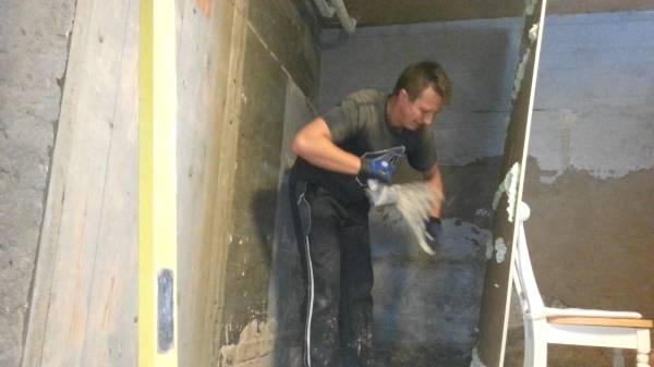 На фотографии мы видим пример, как можно сделать бескаркасный монтаж гипсокартона на стены, с помощью монтажной пены