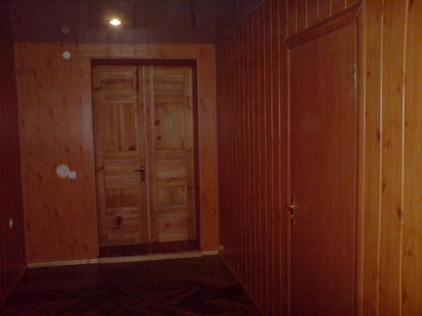На фотографии вы можете увидеть пример мдф вагонки на стенах помещения