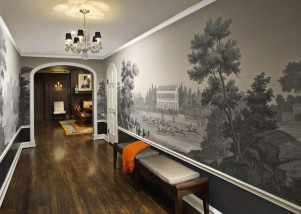 На фотографии вы видите пример, как оформить стены в коридоре в квартире, с помощью чёрно-белых фотообоев, которые могут визуально расширять узкое пространство помещения