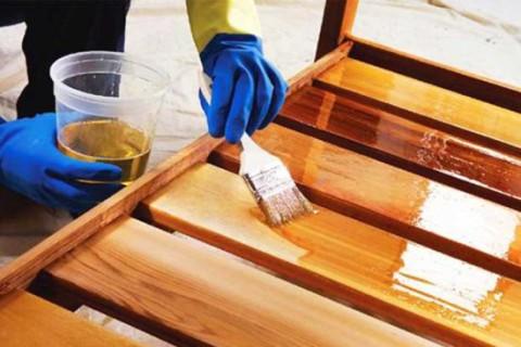 Нанесение прозрачного покрытия на древесину