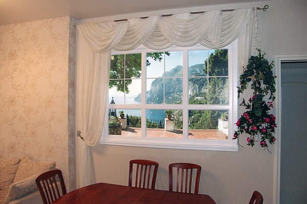 Оформление стены с окном
