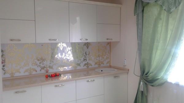 Пластиковые панели для отделки кухонных стен, это дешёвый и практичный вариант