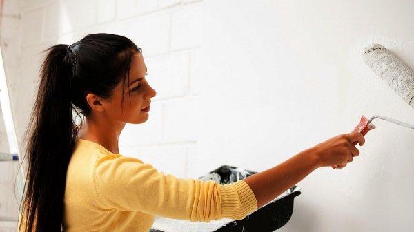 Прежде чем клеить гипсокартонные листы на стену, её нужно тщательно подготовить, иначе вы рискуете, в будущем получить заражение плесенью и грибками