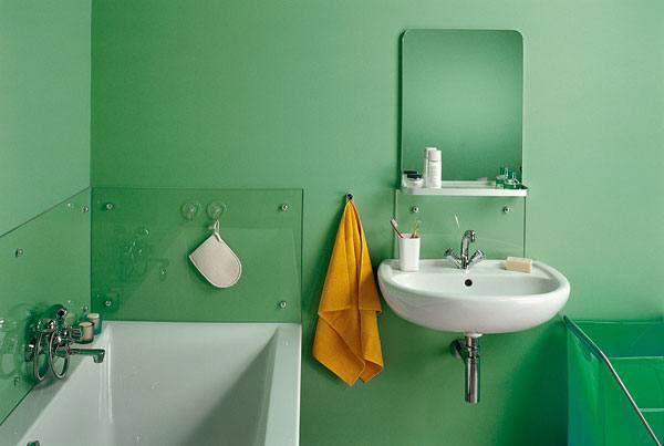 Применяем акриловую краску для стен