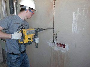 Прокладка кабеля в бетонной стене