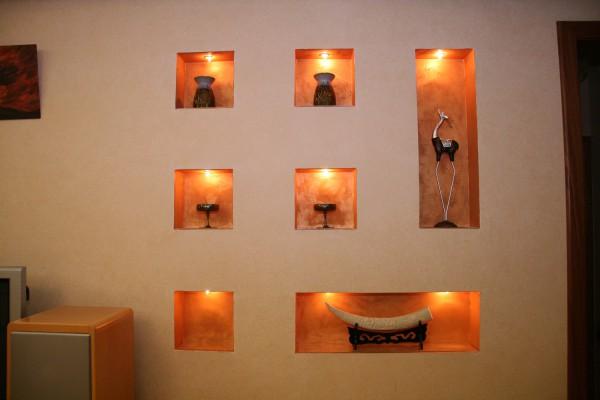 С помощью гипсокартона на стенах вы можете соорудить необычную конструкцию, которая создаст неповторимый интерьер в вашем доме