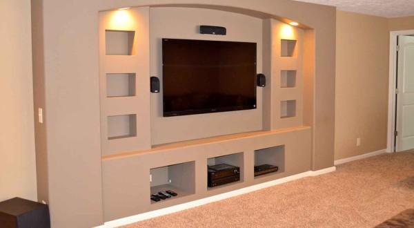 С помощью гипсокартонных конструкций, мы можем выделить какую-либо определённую часть помещения и создать дополнительные места для хранения