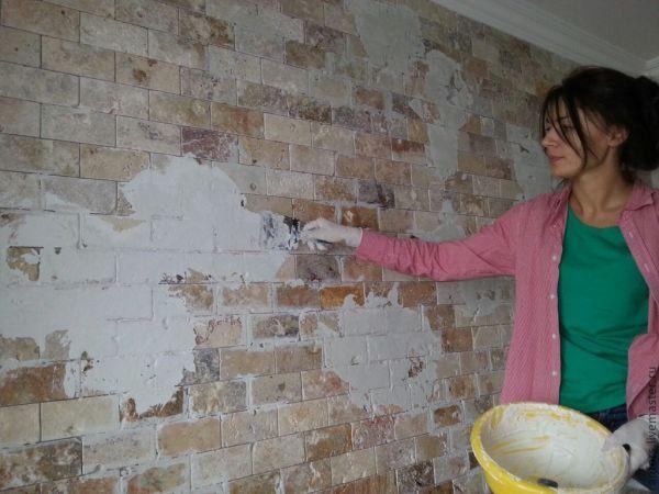 Состаривание кирпичной стены штукатуркой