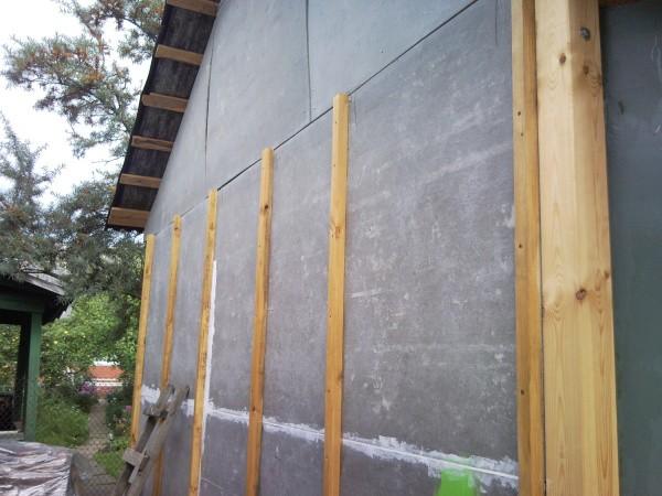 Специальная пропитка стен перед обшивкой их гипсокартоном необходима как для внешней отделки, так и для внутренней, независимо от способа монтажа гипсокартонных листов