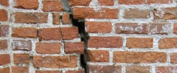 Как укрепить кирпичную стену