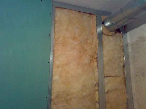 Утепление наружных стен, особенно в частных домах, необходимо, поэтому каркас для монтажа гипсокартона на стены очень нужен частникам