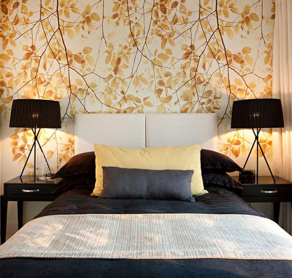 Виниловые обои на бумажной или флизелиновой основе, могут подойти и для спальни, это уже желание каждого