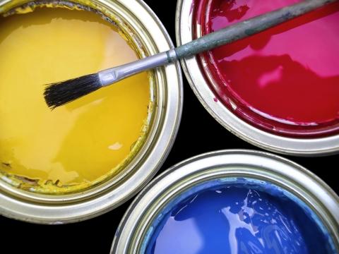 Алкидная краска тоже имеет очень яркие и насыщенные цвета и оттенки