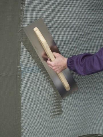 Армирование стены сеткой по клеевому слою
