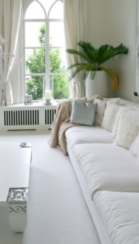 Белая отделка гостиной