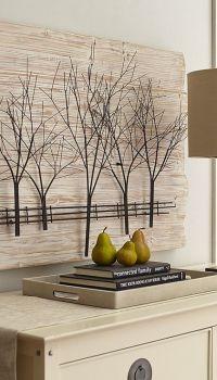 Деревянное панно-икебана может быть просто в виде веток, оформленных как маленькие деревья