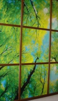 Дополнительно оформив стеклянное панно в виде окна, вы получите фальшь-окно с прекрасным видом, какой только пожелаете