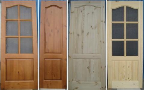Дверные полотна из хвойных пород, окрашенные в разные оттенки