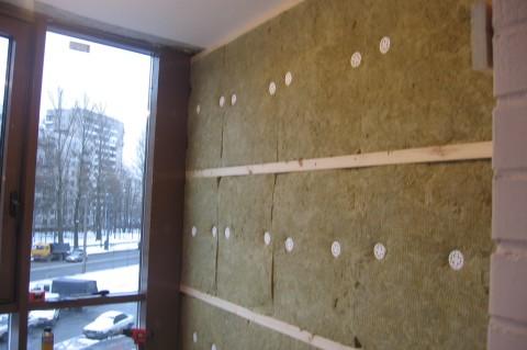 Если вам надо дополнительно утеплить стену, на которую вы собираетесь крепить пвх панели, то это легко сделать, создав дополнительный каркас под их монтаж