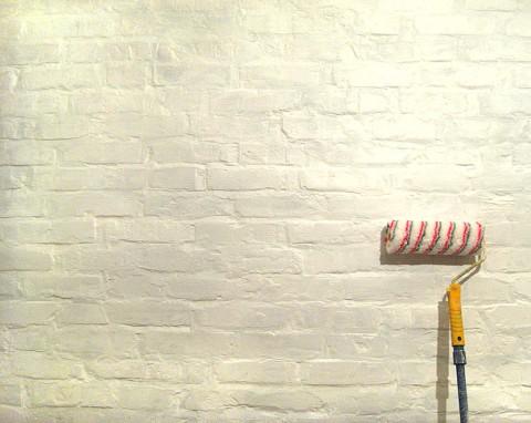 Иногда, для обновления или создания необходимого стиля, достаточно всего лишь покрасить стены, даже если они из кирпича
