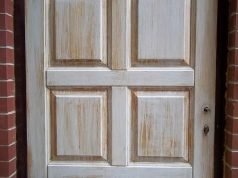 Искусственно состаренная дверь