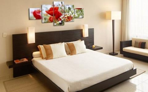 Использование картин в декоре спальни