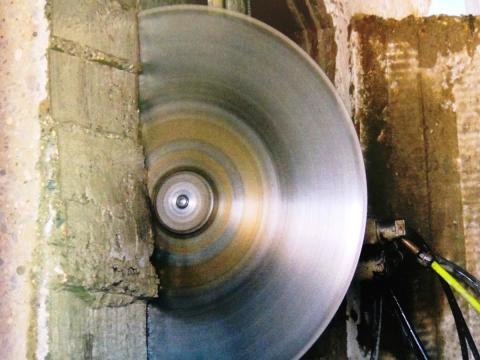 Как в несущей стене сделать дверной проем при помощи алмазного диска