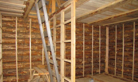 Каркас для обшивки деревянных стен гипсокартоном может быть, и металлическим, и деревянным