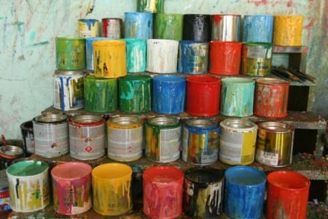 Масляная краска для наружных работ по кирпичу очень устойчива и имеет очень насыщенные цвета, хотя и не считается экологичным отделочным материалом
