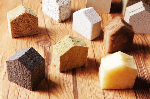 Мы видим несколько различных материалов, которые используют для утепления наружных стен дома