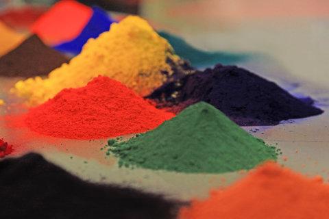 Полимерные краски выпускаются в виде порошка.
