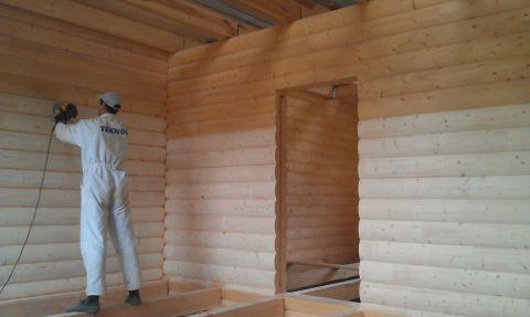 Процесс подготовки деревянных стен под дальнейшую обшивку их гипсокартонными листами