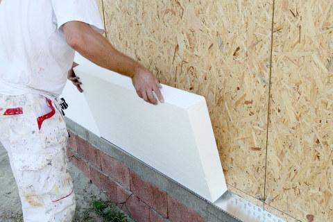 Процесс утепления наружных стен дома с помощью стироловых утеплителей