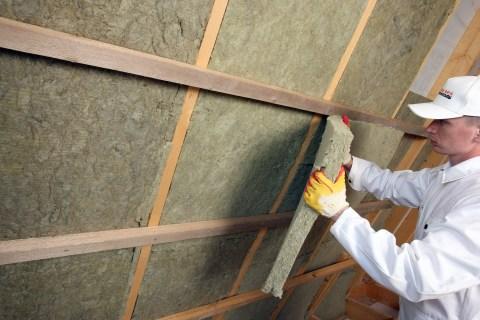 Процесс утепления стен базальтовыми ватными плитами