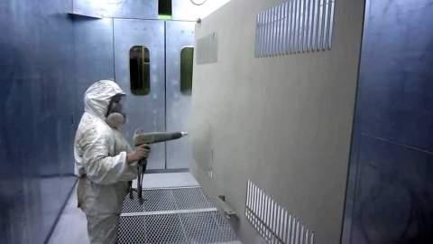 Процесса нанесения полимерной краски на металлическую поверхность.