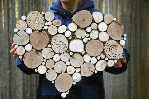 Сделать деревянное панно своими руками не сложно, необходима лишь ваша фантазия и усердие