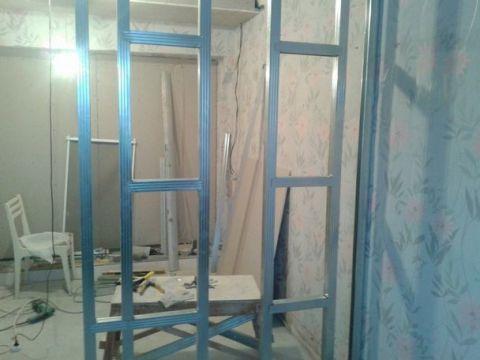 Сооружение стены из гипсокартона легко сделать своими руками.