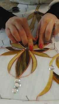 Создать неповторимый и оригинальный, стеклянный витраж своими руками очень легко даже не имея особых навыков и талантов