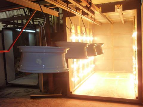 Внутренне устройство профессиональной камеры полимеризации.