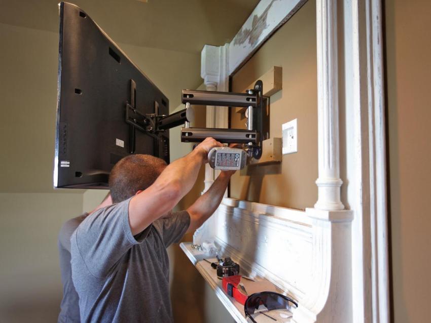 Выдвижной кронштейн для телевизора на стену своими руками