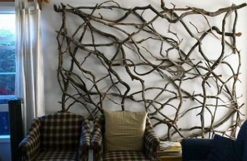 Декор стен из веток деревьев