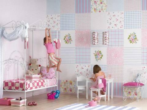 Детская с лоскутным оформлением стен