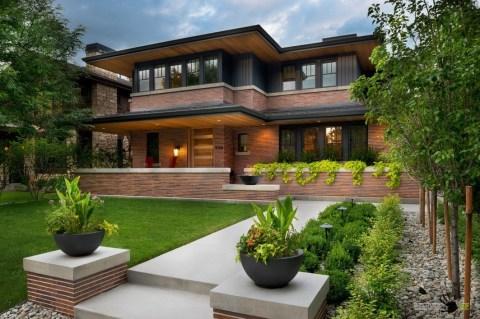 Многоцветный фасад дома