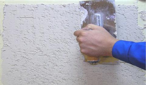 Нанесение подобного состава на подготовленную внешнюю либо внутреннюю поверхность посредством специальной пластиковой терки.
